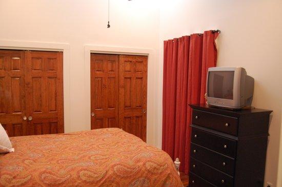 TOPS'L Beach & Racquet Resort - Tides: Guest Bedroom
