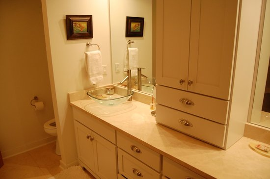 TOPS'L Beach & Racquet Resort - Tides: Master Bath