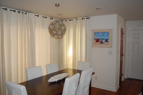 TOPS'L Beach & Racquet Resort: Dining Area