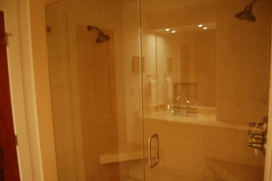 TOPS'L Beach & Racquet Resort: Master Bath Double Shower