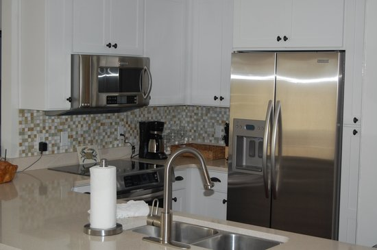 TOPS'L Beach & Racquet Resort: Kitchen with Large Refrigerator
