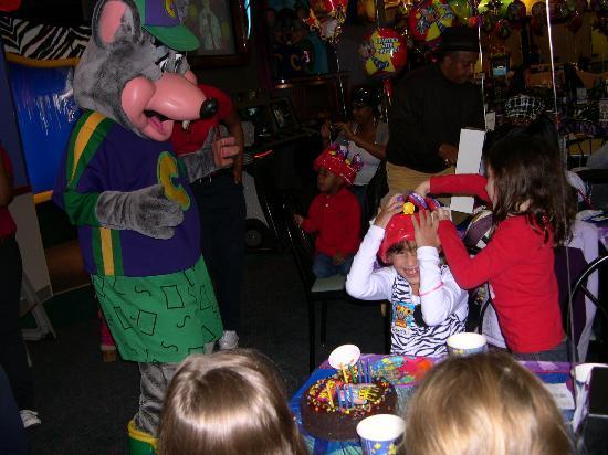 Chuck E Cheese Christmas.Chuck E Cheese S Cleveland 1615 Golden Gate Plz