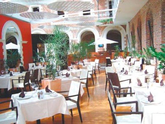 Le jardin du cloitre lille vieux lille 4 restaurant for Restaurant le jardin 02