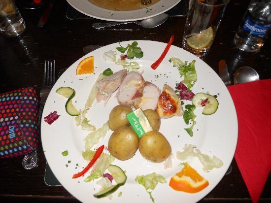The Red Lion Inn & Restaurant: Delizioso pollo e pancetta con patate novelle