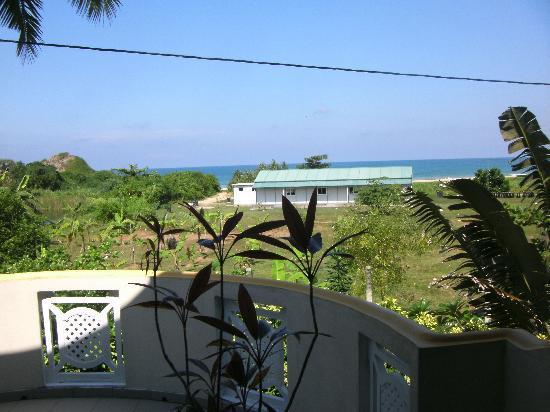 """Villa Lanka Pearl : Ausblick von """"meiner"""" Terrasse aufs Meer"""
