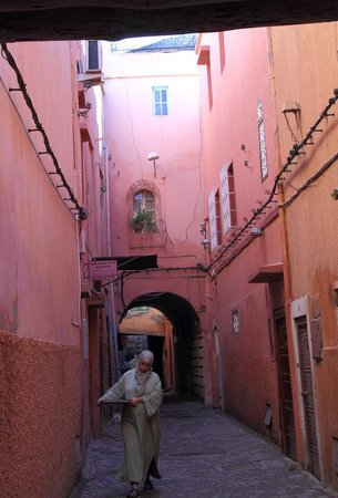 Riad Sable Chaud: Typical passageway in the Medina