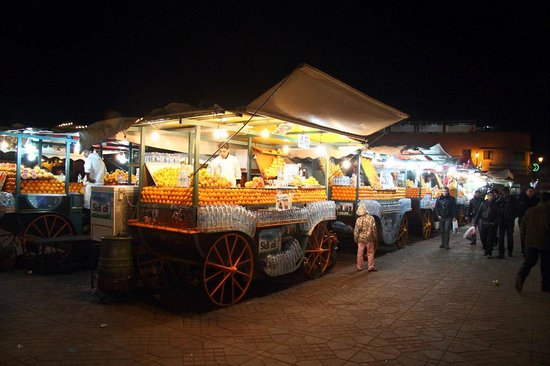 Riad Sable Chaud: One of the many vendors in Place Jemaa el Fna