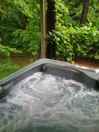 Inn by the Mill: Large Hot Tub