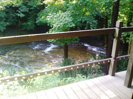 Inn by the Mill: Sream and rapids as viewed from the deck