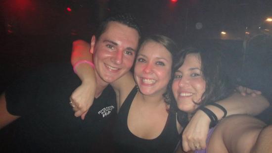 Ultimate Party Pub Crawl : Dansen bij Jansen with the bar tenders!