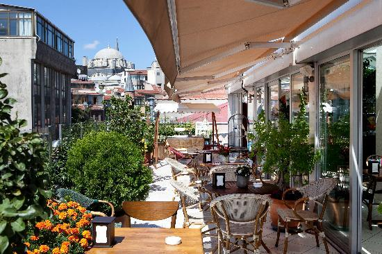 Hotel Niles Istanbul: The Terrace Cafe/Breakfast Area