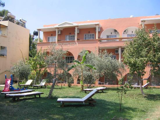 Georgioupolis Beach Hotel: hagen utenfor rommet
