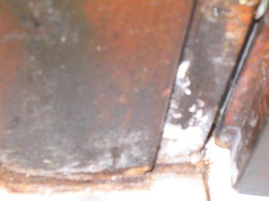 جورجيو بولس بيتش هوتل: råtne og muggete dørkarmer