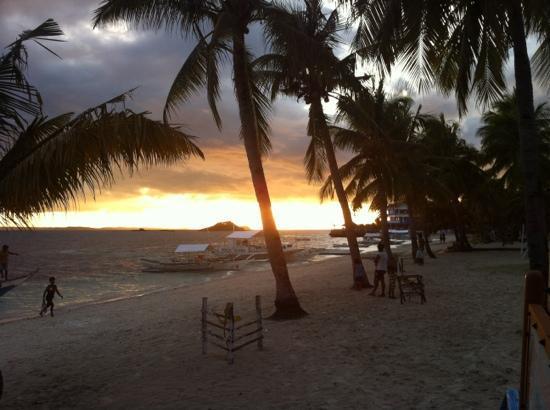 Blue Water Resort (Malapascua Beach Resort): sunset at Malapascua