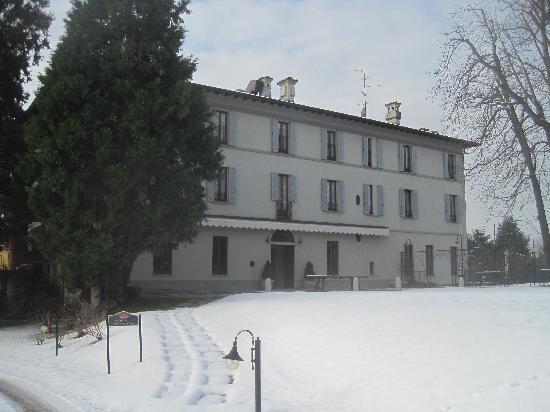 Villa Bregana: facciata villa