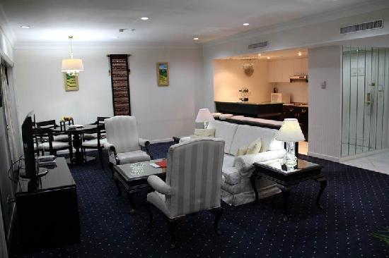 Sari Pan Pacific Jakarta: Jakarta Suite: Living area