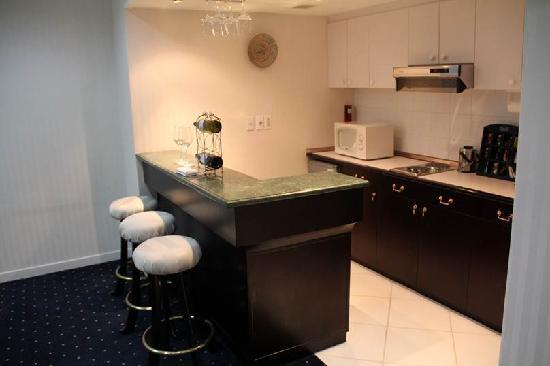 Sari Pan Pacific Jakarta: Jakarta Suite: Kitchen area