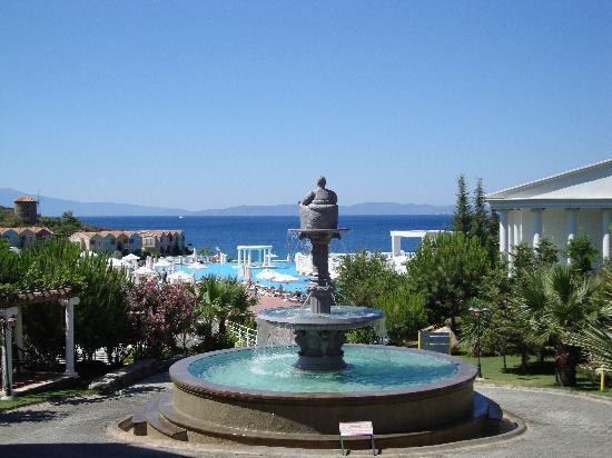 Ozdere, Turquia: fontaine dans le parc
