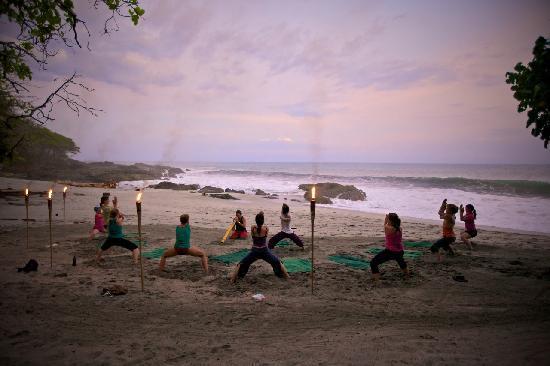 ylang ylang beach front yoga studio montezuma aktuelle. Black Bedroom Furniture Sets. Home Design Ideas