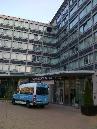 Dorint Hotel Frankfurt-Niederrad: vista ingresso hotel