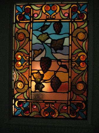 B & B Maison Saint Louis : Lots of stained glass