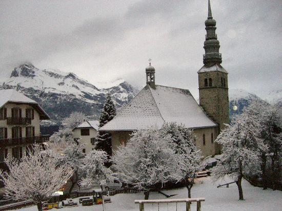 Hotel Restaurant Le Coin Savoyard : view of the church from my bacony
