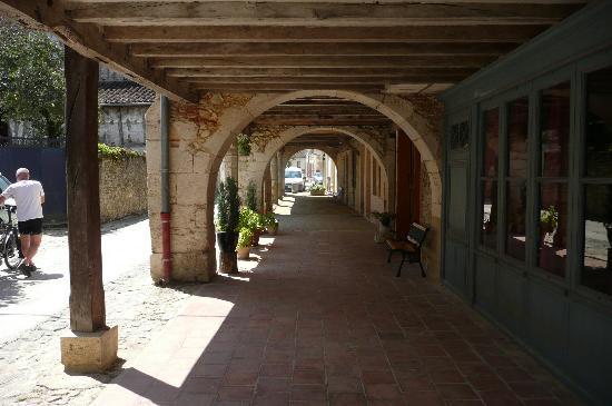 Au Bastignac: Les Arcades