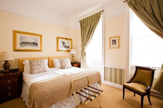 Pier View Self Catering Luxury Apartments: The Lady Hamilton Room (Ground floor)