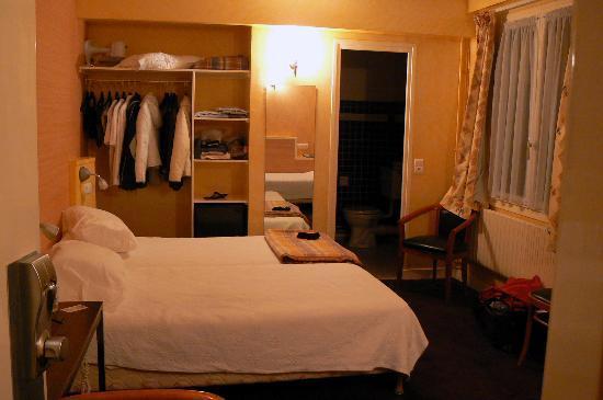 Hotel La Louisiane: Vista de habitación triple