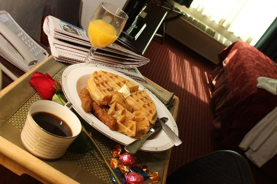 GrandStay Hotel & Suites Appleton-Fox River Mall: Breakfast in Bed