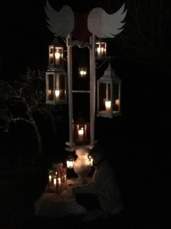 Le Pecore Nere: albero delle lanterne all esterno