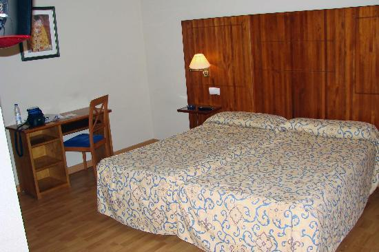 Hotel Hispania: room