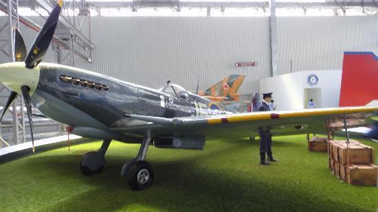 Sao Carlos: Avião Inglês da 2a guerra Mundial que chegou voando ao Museu!