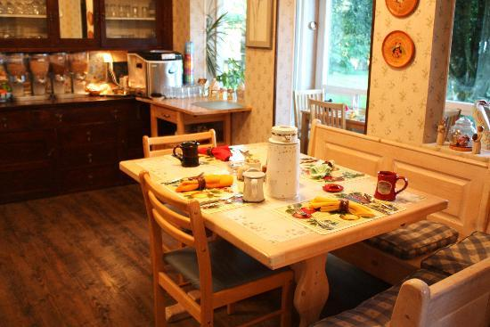 Miller Tree Inn Bed & Breakfast: Breakfast room