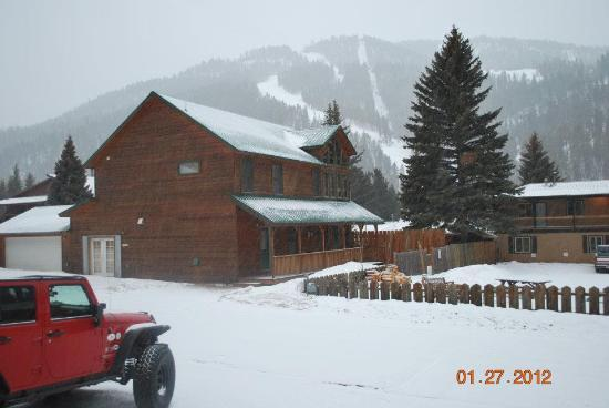 Aspen Lodge: Here is a pic looking out the front door