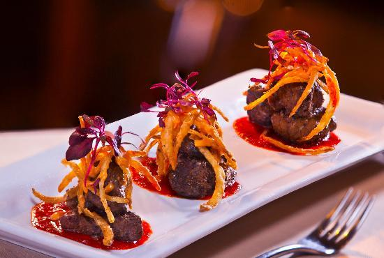 Woodfire Grille at Diamond Jo Casino: Woodfire Beef Tenderloin Bites with red pepper coulis