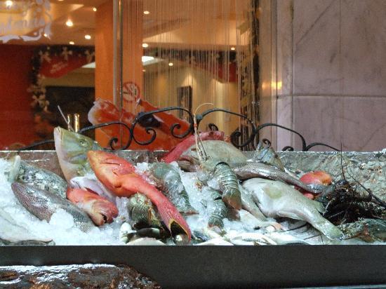 Fares Seafood : Banco del pescato