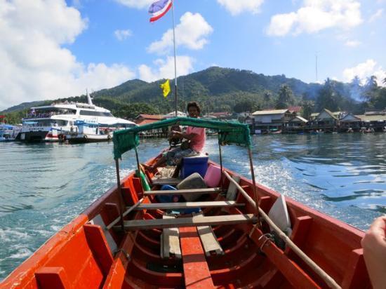 Tao Thong Villa: Taxi boats