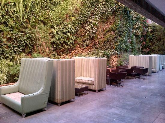 Renaissance Caracas La Castellana Hotel: estre hojas lounge