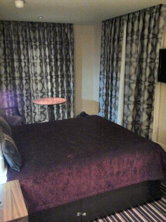 هول مارك هوتل كرويدون آيرودروم: Bedroom shot 1