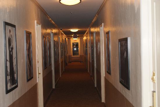 Hollywood Historic Hotel: hall way