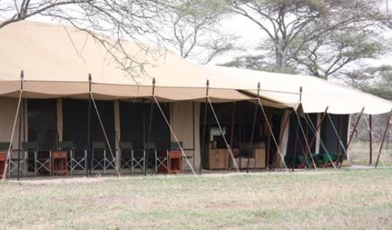 Sametu Camp : the main tent with dining and lounge