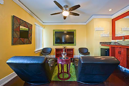 The Colony Hotel: Oceanfront Suite Entertainment Center