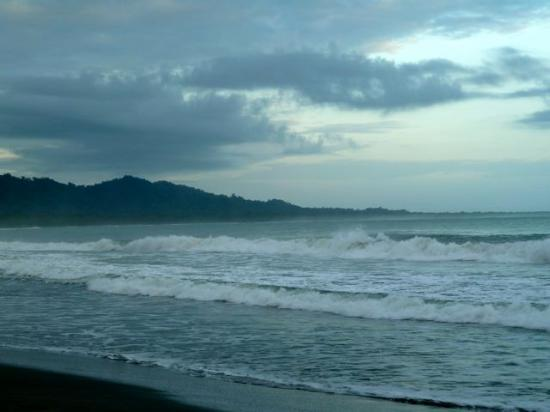 Puerto Viejo Beach: Black Beach Stormy Morning