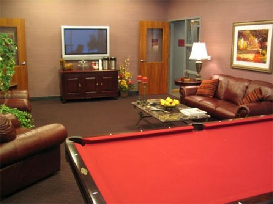 Broadway Residences and Suites: A recreation room