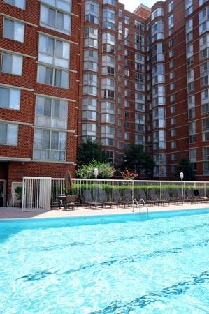 Bridgestreet Meridian Carlyle: Swimming pool