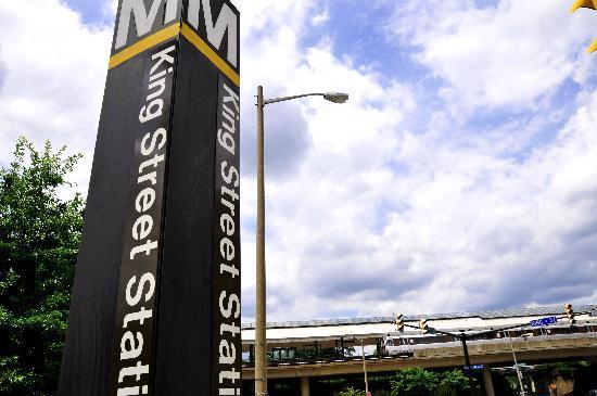 Bridgestreet Meridian Carlyle: Near Alexandria's King St metro station