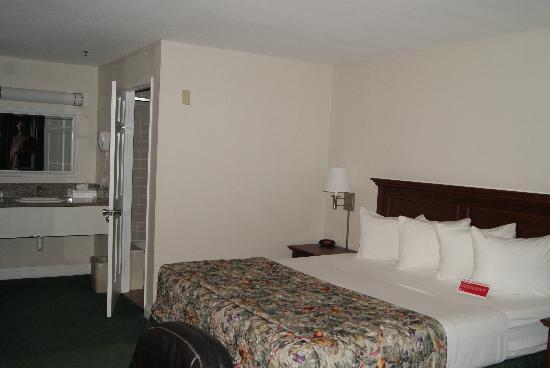 Ramada Oceanside : room