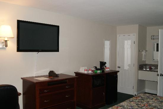 Ramada Oceanside : room