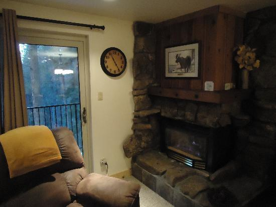 Destinations West at Beaver Village Condominiums: Family room